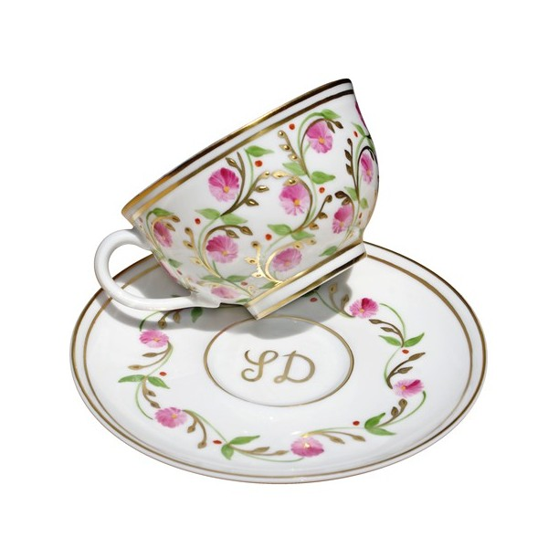 For a luxurious 5 star wedding, choose French porcelain dinnerware with history and style.