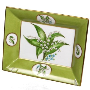 Timeless wedding gift: Lily of the Valley Personalized Tray